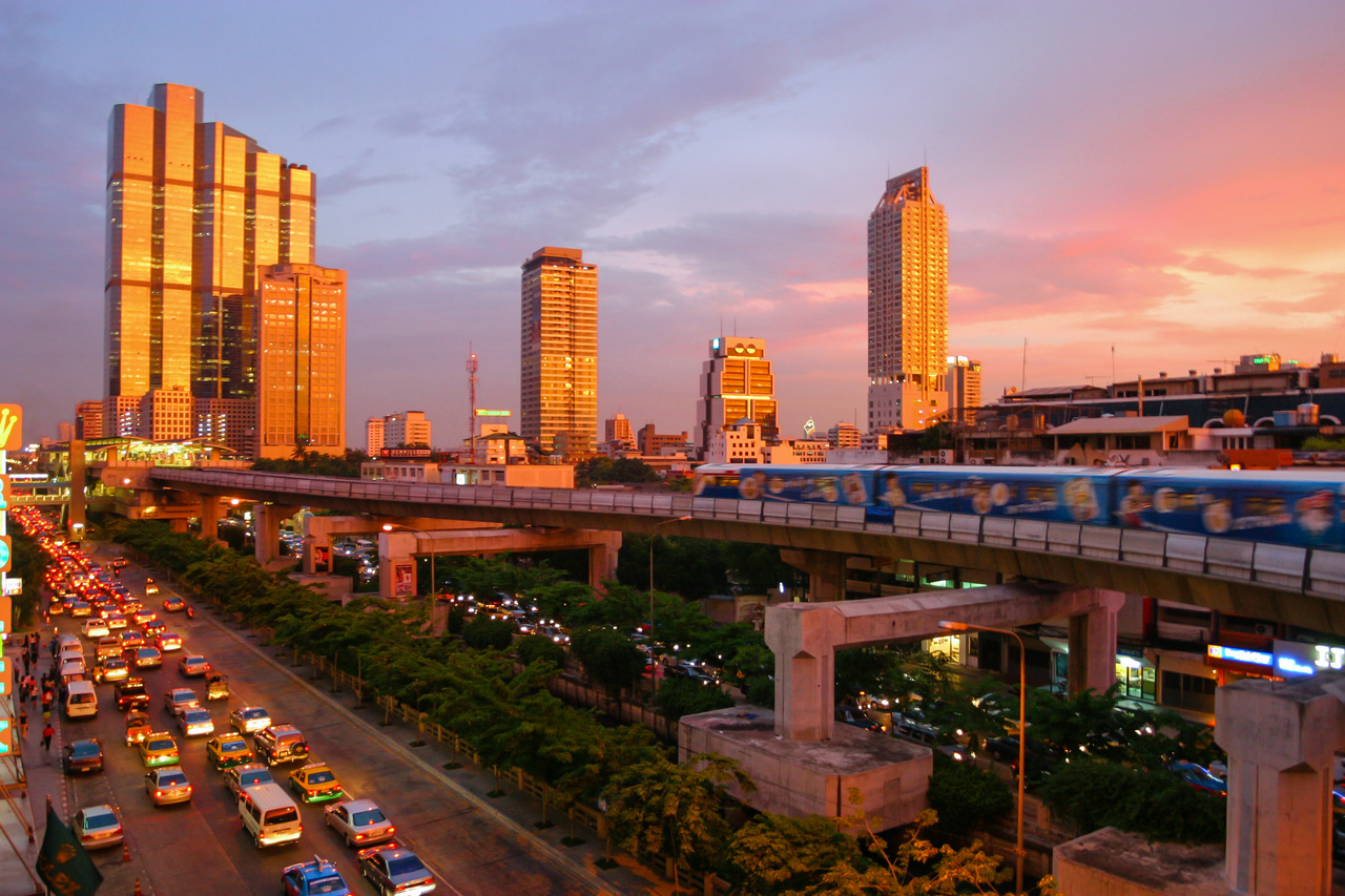 Bangkok_skytrain_sunset_large
