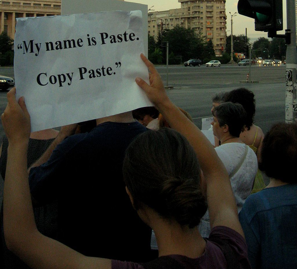 1024px-my_name_is_paste._copy_paste%2c_proteste_victoria_9-7-12_large
