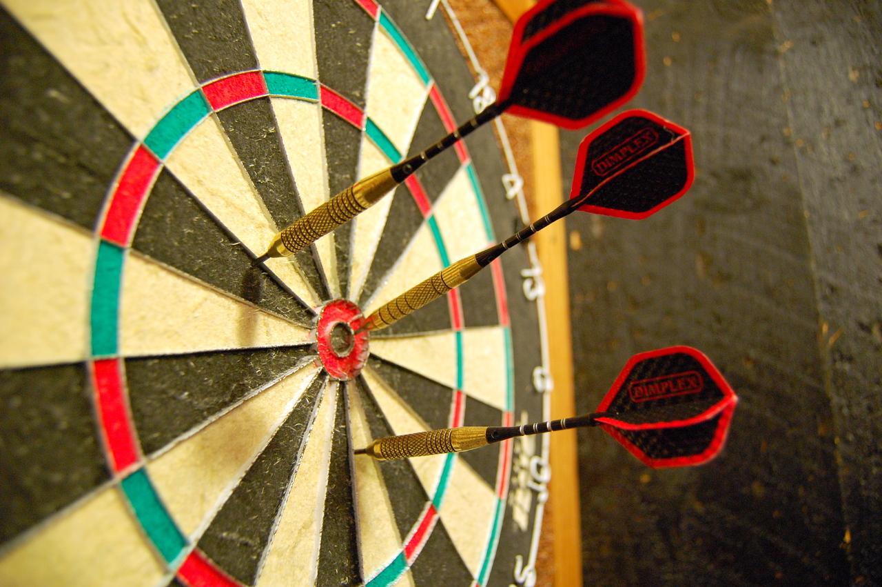 Darts_in_a_dartboard_large