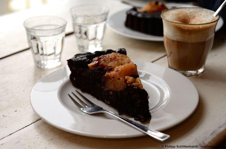 Birnen-Schokoladenkuchen mit Paranüssen