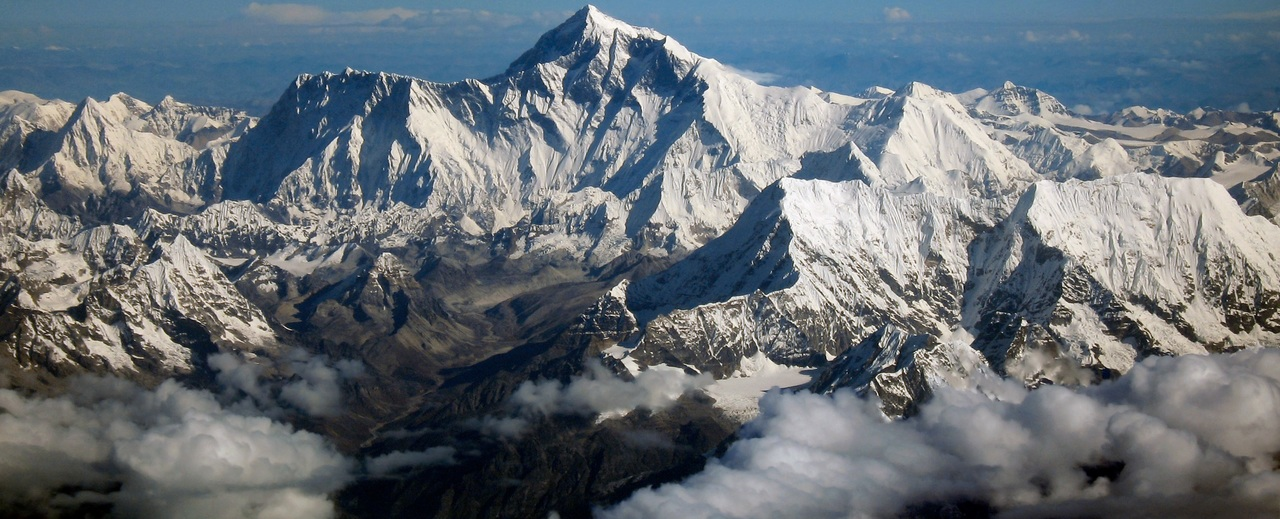 Mount_everest_as_seen_from_drukair2_plw_edit_large