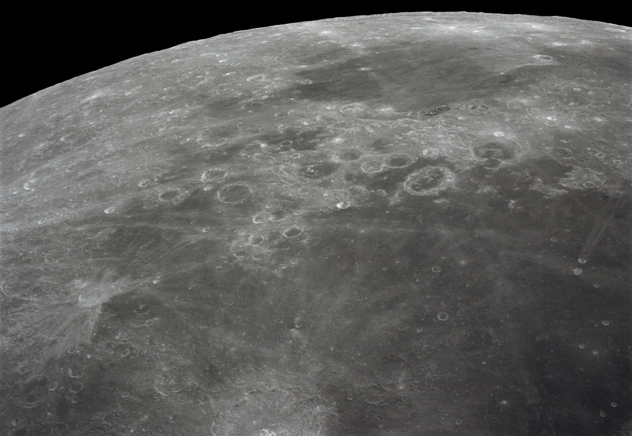 Lunar_surface_(as16-121-19449)_large